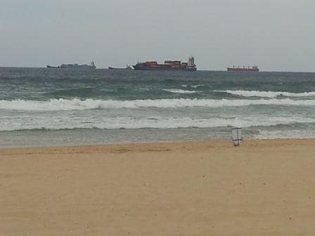 משרד מול הים